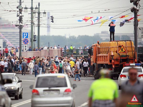 Автомобильный Петербург справился с подготовкой к параду