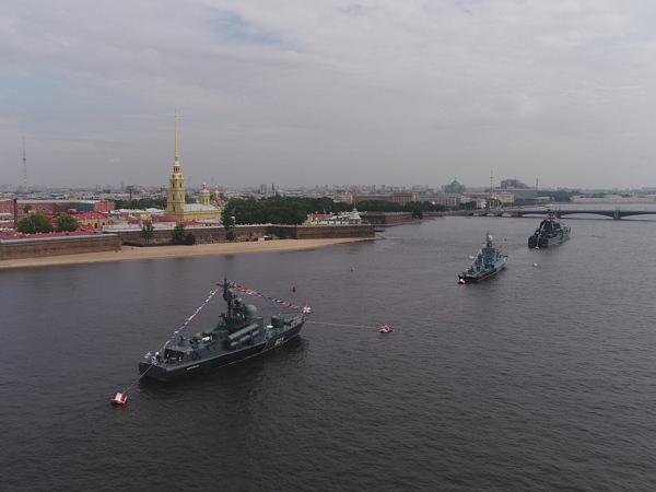 Посмотреть на парад ВМФ сверху