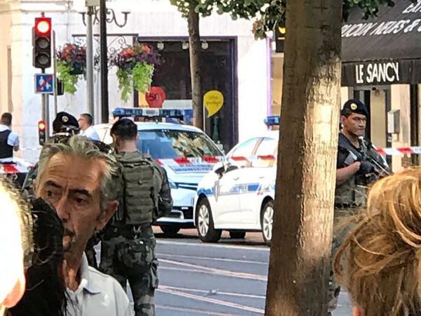 В центре Ниццы полиция взорвала подозрительный чемодан
