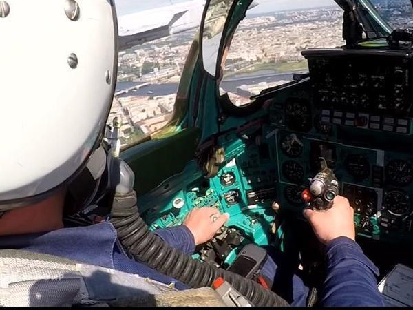 Пилот МИГ-31 на Морском параде летел с туристическим навигатором Garmin