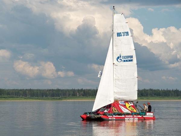 Петербуржцы прошли на катамаране десятую часть пути из Красноярска до Архангельска