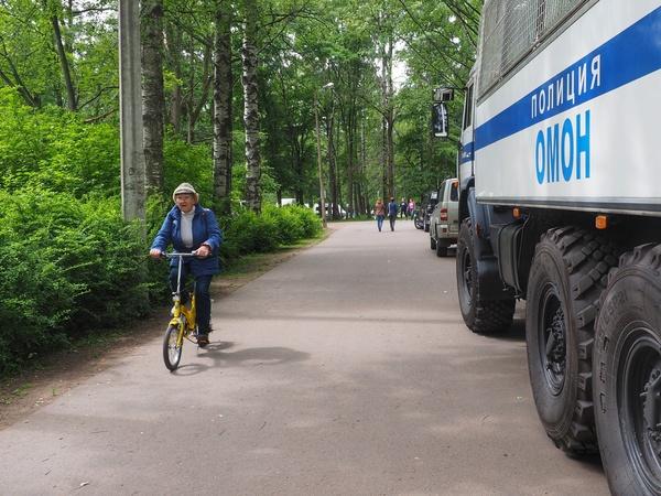 """В Удельном парке 50 человек боролись с """"полицейским произволом"""""""