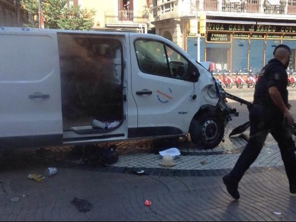 Как минимум трое погибли и два человек пострадали в теракте в Барселоне