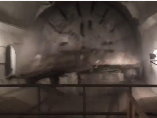 Видео: проходческий щит зеленой ветки метро дошел до финиша