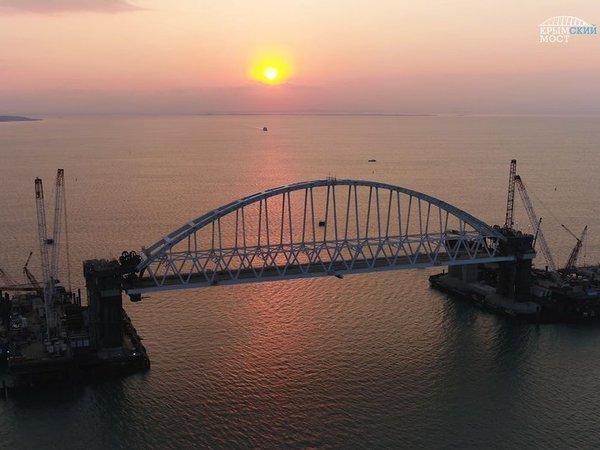Арку Крымского моста  подняли на опоры