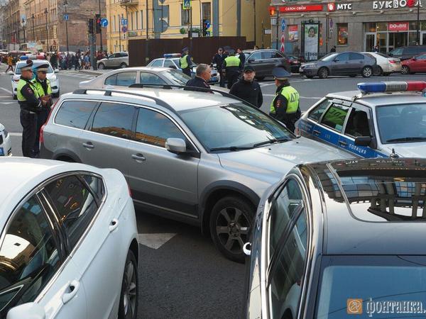 Пьяный лихач после серии ДТП в Петербурге скрылся от полицейских в церкви