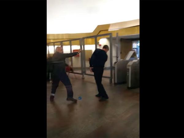 На станции метро «Обухово» хулиган распылил баллончик, не желая проходить досмотр