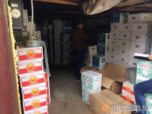 В Невском районе РАР и ФСБ выносят кустарную водку