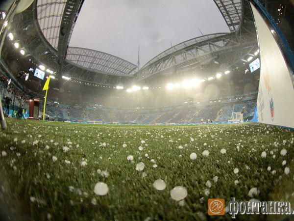 """Как это работает: почему крышу стадиона """"Санкт-Петербург"""" не закрыли от града"""