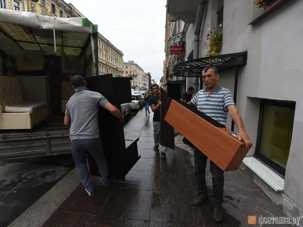 Смольный выселил бар из бывшего здания отделения партии «Парнас»