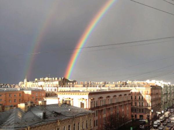 Петербуржцы фотографировали радугу