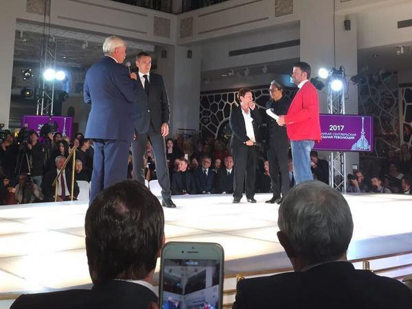 Основатель бренда Kenzo и губернатор Полтавченко открыли модный показ в Петербурге