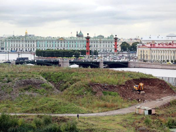 Город-сад: Верховный суд в Петербурге порос травой