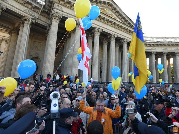 Полиция не дала оппозиционерам пройти маршем по Невскому проспекту