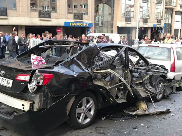 В центре Киева взорвался автомобиль с польскими номерами, погиб человек