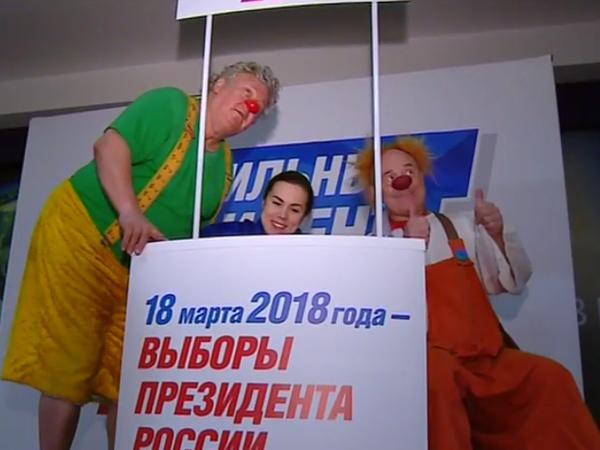 «Питерские своих не бросают». Путину помогают клоуны