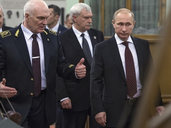 В штабе Путина поборются за близость