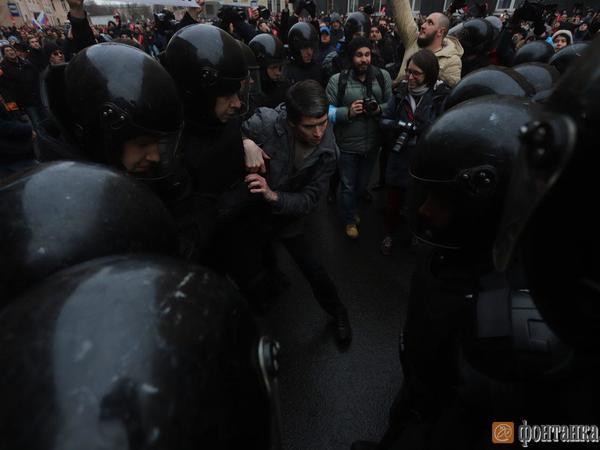 В Петербурге начали задерживать участников протестной акции