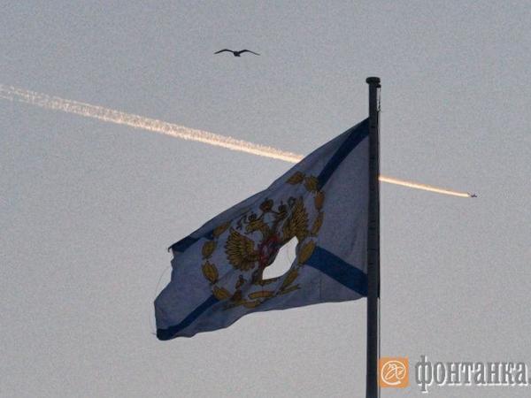 На Адмиралтействе прохудился Андреевский флаг