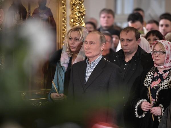 Владимир Путин встречает Рождество Христово в храме на Моховой