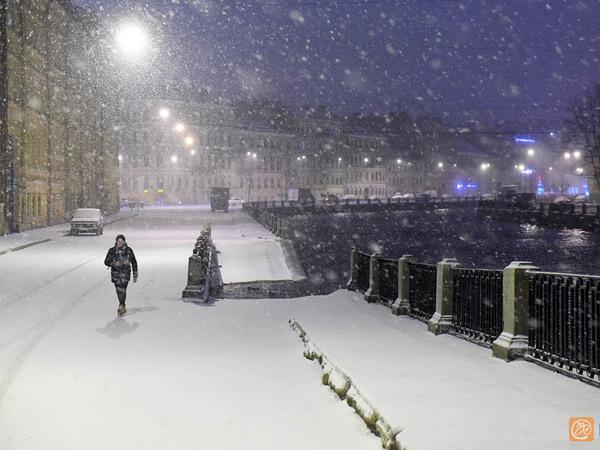 Петербург убирают после ночной метели