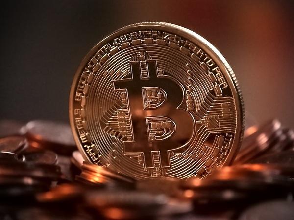 Падают объемы торгов криптовалютами, по которым все сходили с ума: у биткоина - агония?
