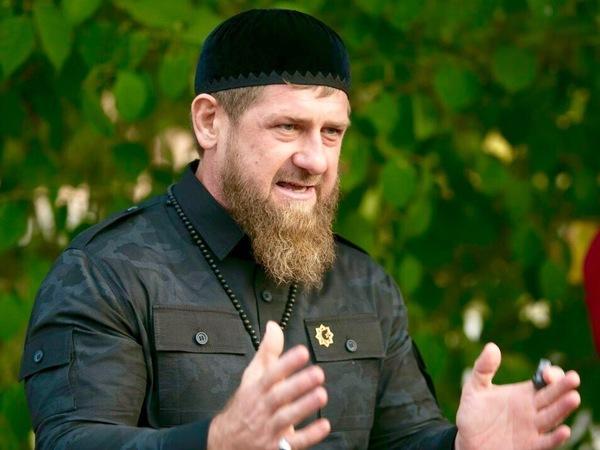 Пресс-секретарь Кадырова: За баночку в Москве извиняться надо, за минирование в Петербурге - нет
