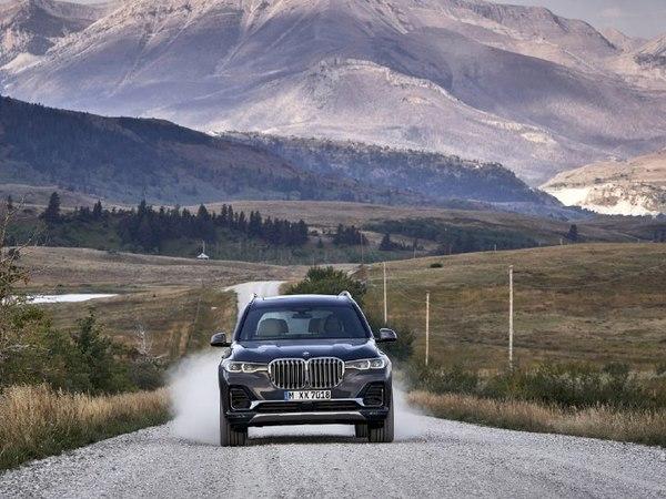 BMW растёт. Раздутые «ноздри», три ряда сидений и 340 «лошадей» – это новый X7