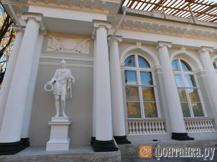 К Аничкову дворцу вернулась стража. Реставрация «молодых двухсотлетних воинов» и их павильонов обошлась более чем в 100 миллионов