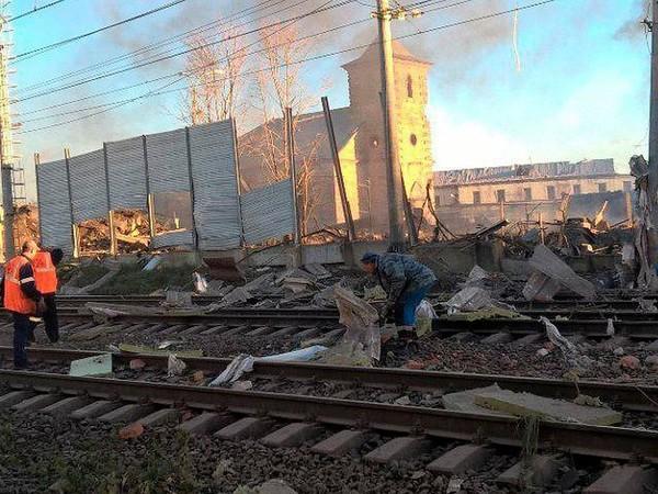 На заводе в Гатчине взрыв: сообщают о десяти пострадавших, четверых ищут под завалами