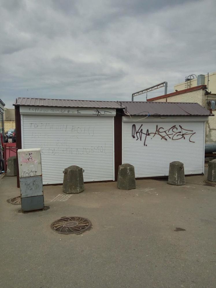 Станция метро «Парнас» - 2 павильона.
