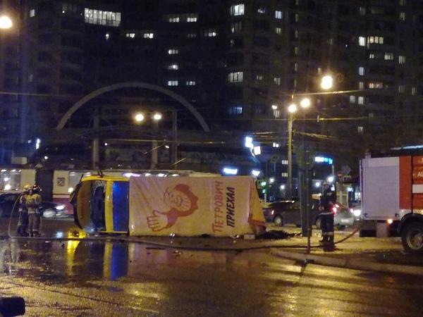 «Немцы» устроили охоту на грузовики и маршрутки в Петербурге. Три крупных ДТП попали на видео