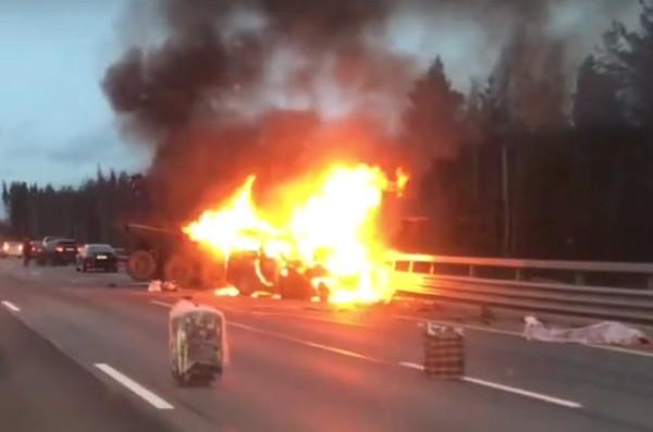 МЧС: ВДТП савтобусом вПетербурге погибли шесть человек
