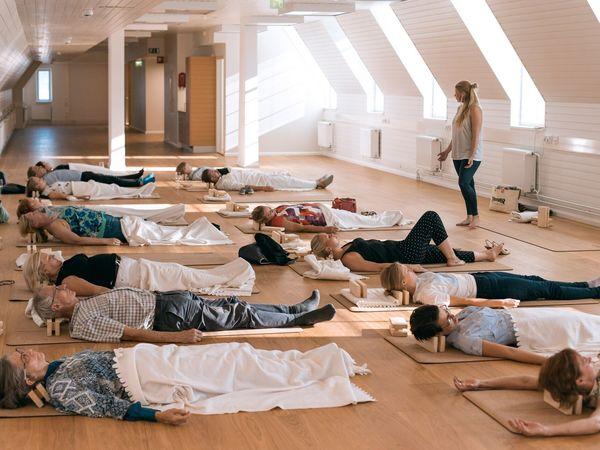 Финнов учат, как правильно спать в обеденный перерыв. Услуги инструктора стоят от пяти евро
