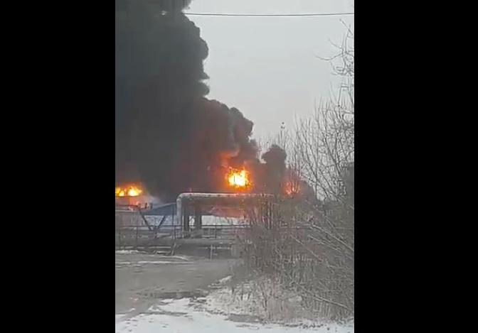 Нанефтяном месторождении «Роснефти» вЮгре произошел сильный пожар