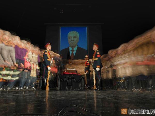 Петербуржцы, бывшие коллеги и новый губернатор простились с экс-начальником регионального ГУВД Аркадием Крамаревым