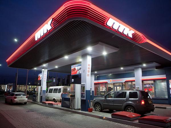50 рублей за литр. В Петербурге разморозили цену на топливо, будет расти и дальше