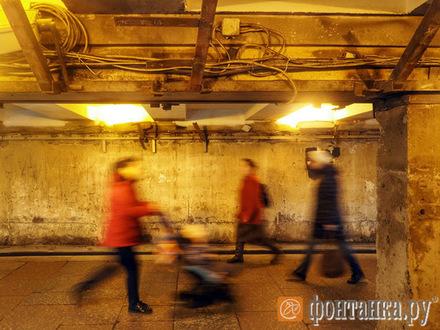 Ремонт превратил подземный переход на Невском проспекте в жуткое зрелище. Подрядчик должен был закончить работы вчера