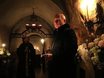 Песков сказал, что Путин посетил Псково-Печорский монастырь