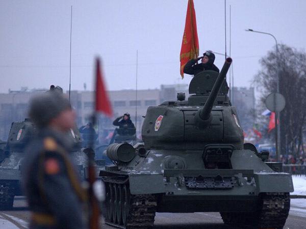 Военный парад на Дворцовой 27 января: «перегар милитаризма» или «высшее уважение государства»?