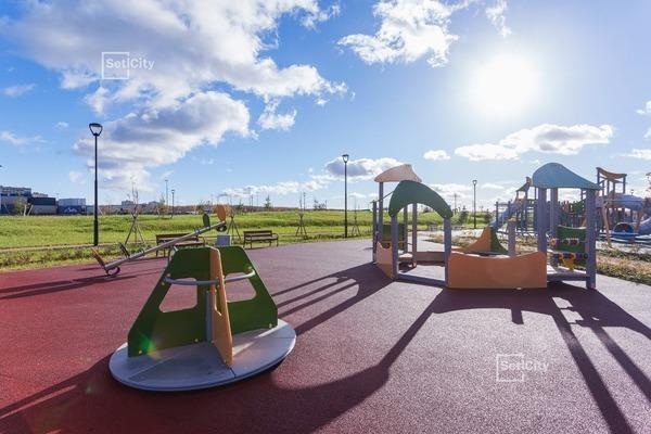 Детская площадка в парке у ЖК «Солнечный город».