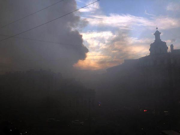 Петроградский район затянуло дымом. Горит магазин Bosco на Большом проспекте