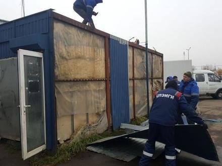 Смольный сносит салон по продаже машин с пробегом на востоке Петербурга