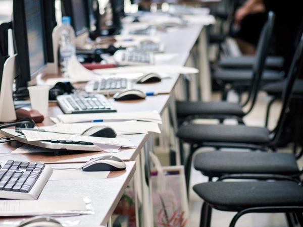 Виртуальная безработица. Минтруд прогнозирует массовые увольнения, но Петербург не боится