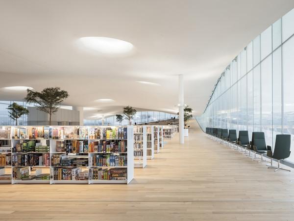 «Ода» всем: В Хельсинки открылась библиотека с роботами и лучшим видом на город