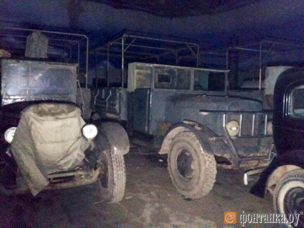 В горевшем здании «Ленфильма» закоптились снимавшиеся в кино машины