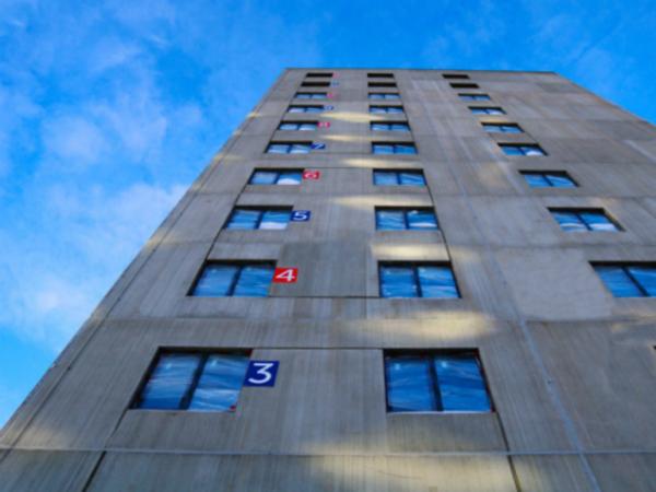 """В квартале """"Дельта"""" приступили к витражному остеклению балконов"""