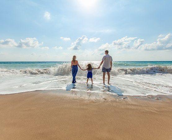 Лайфхак: Как отдохнуть на море с детьми и не устать