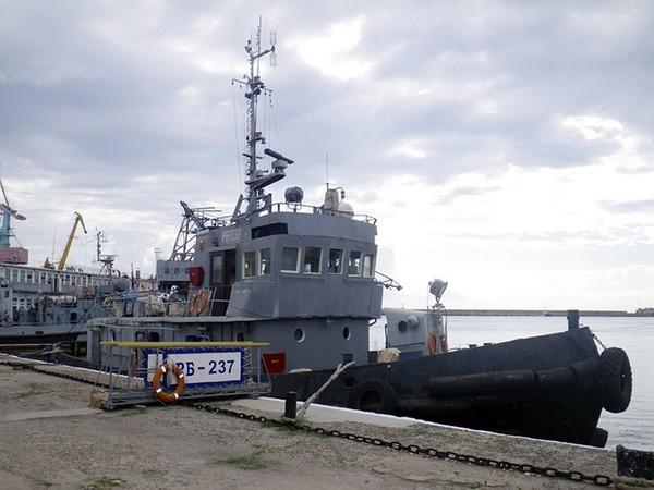 Буксиры ВМФ РФ  спасли турецкий сухогруз