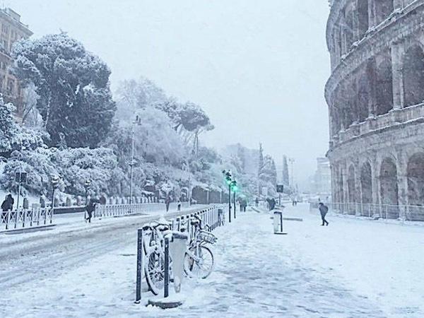 Рим засыпало «сибирским» снегом